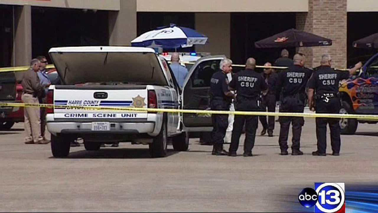 Off-duty officer fatally shot bank robbery suspect in Atascocita