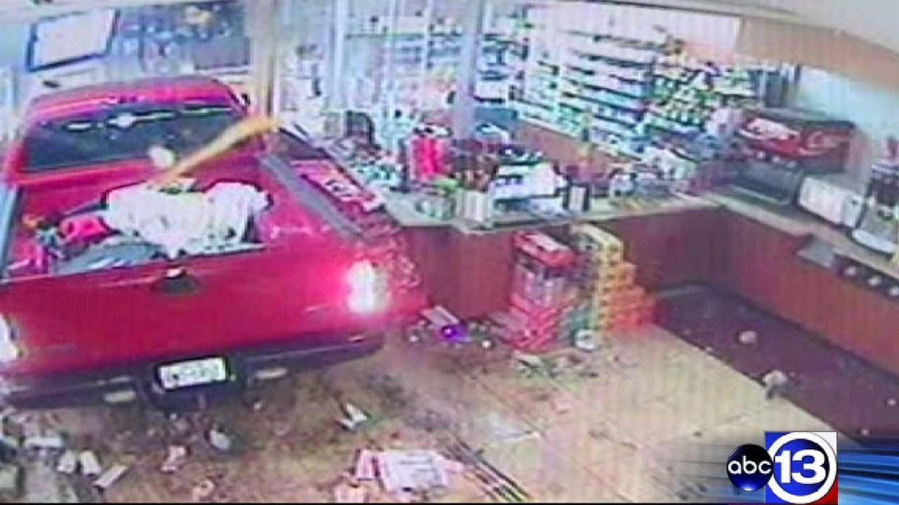 ATM stolen in smash-and-grab burglary at northeast Harris County convenience store