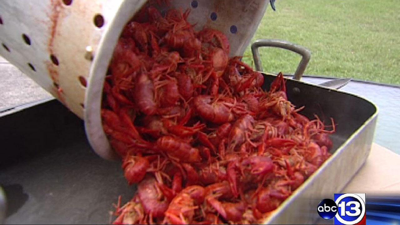 Save money by boiling crawfish at home