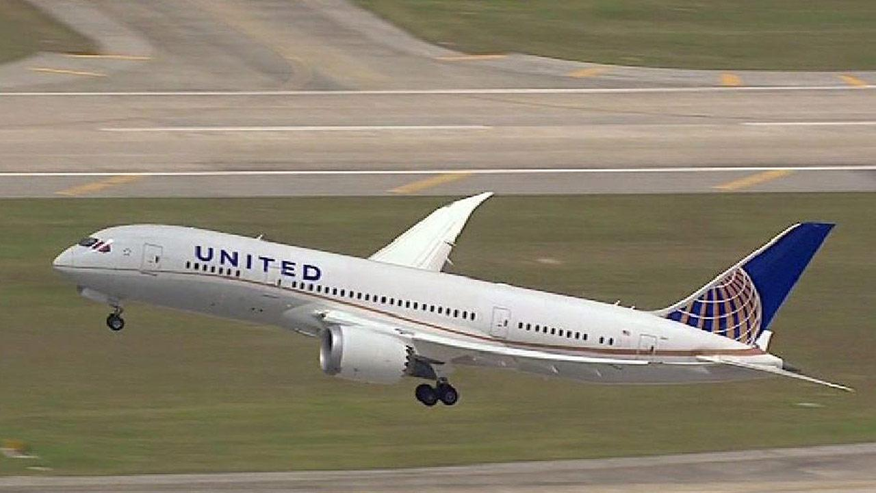 Dreamliner 787 returns to skies with flight from Houston
