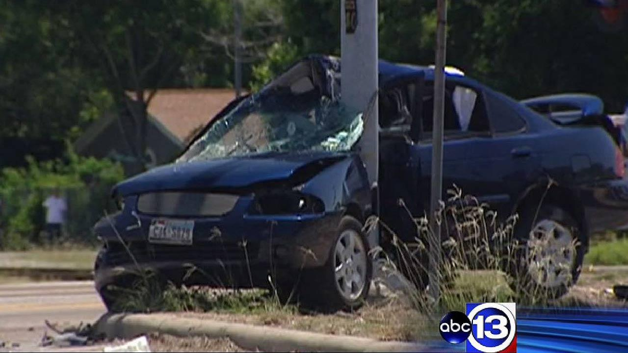 One killed when car slams into pole in northeast Houston following police chase