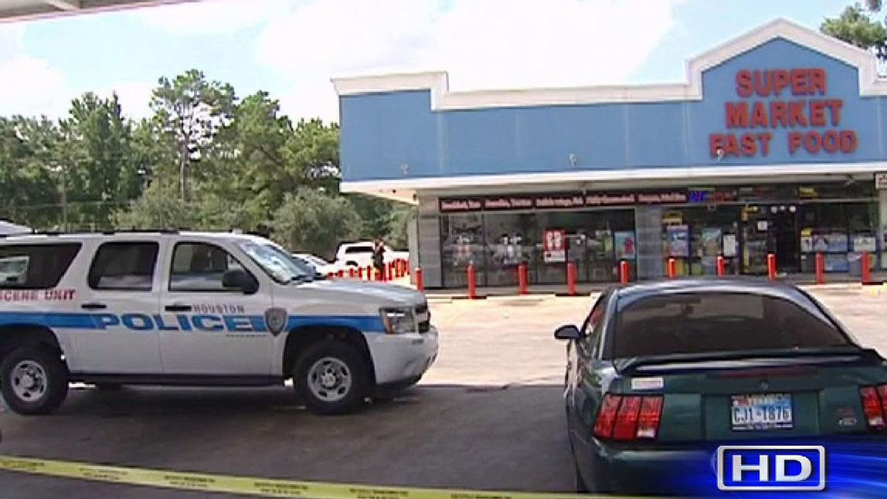 Store clerk shoots robbery suspect
