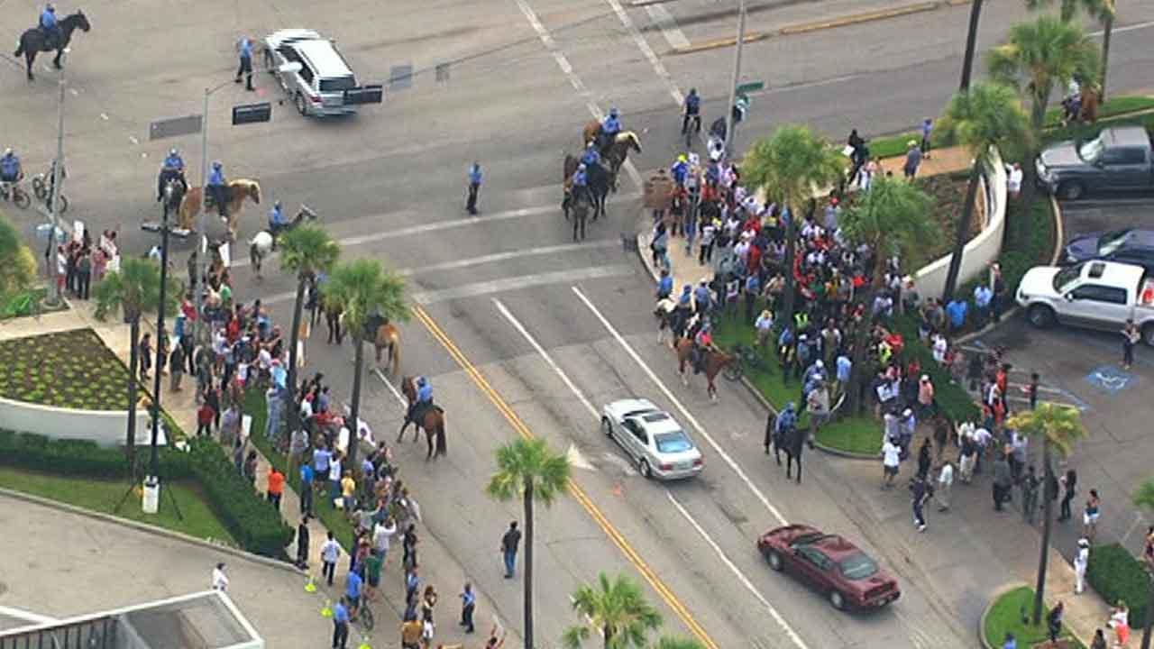Opposing Martin-Zimmerman supporters march in River Oaks