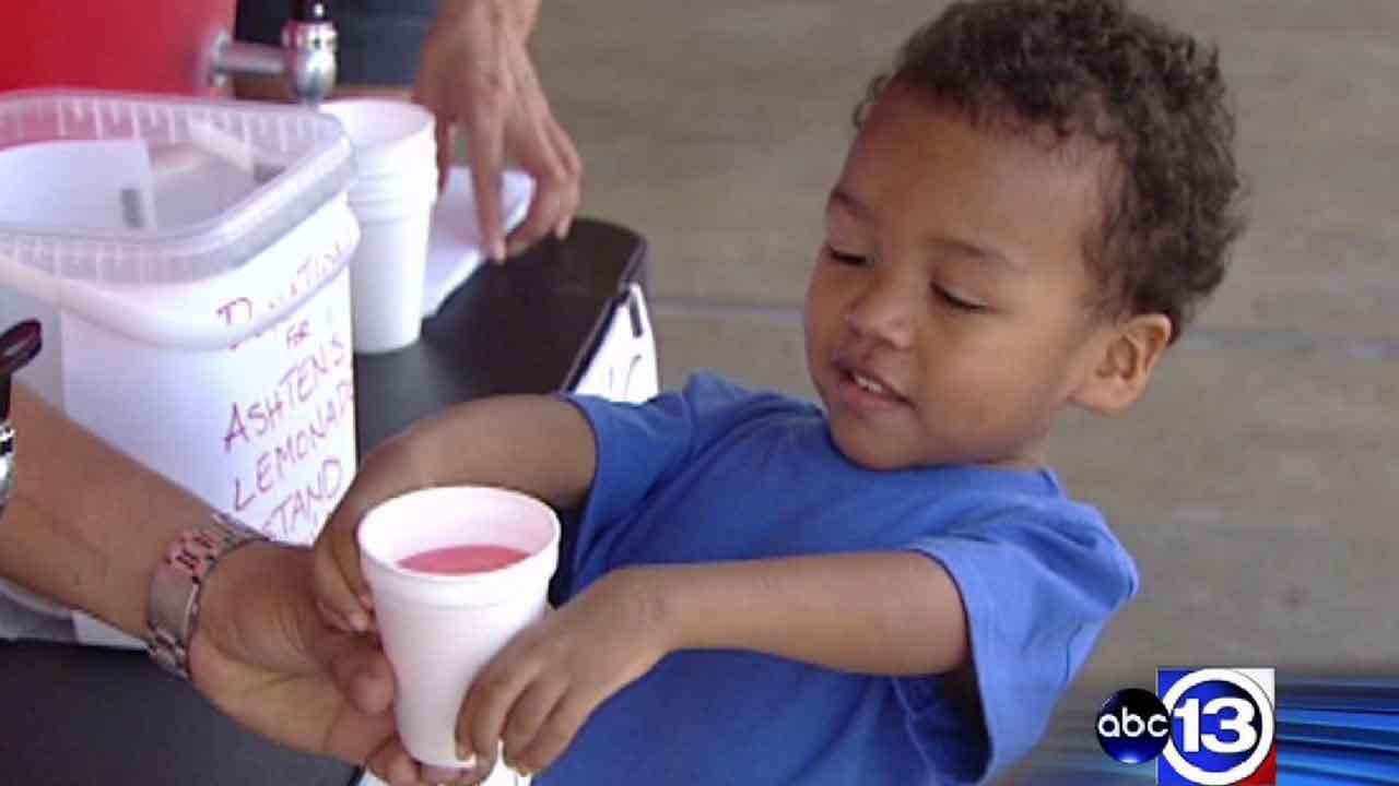 Boy, 4, with rare disorder sets up lemonade stand to raise funds for people like him
