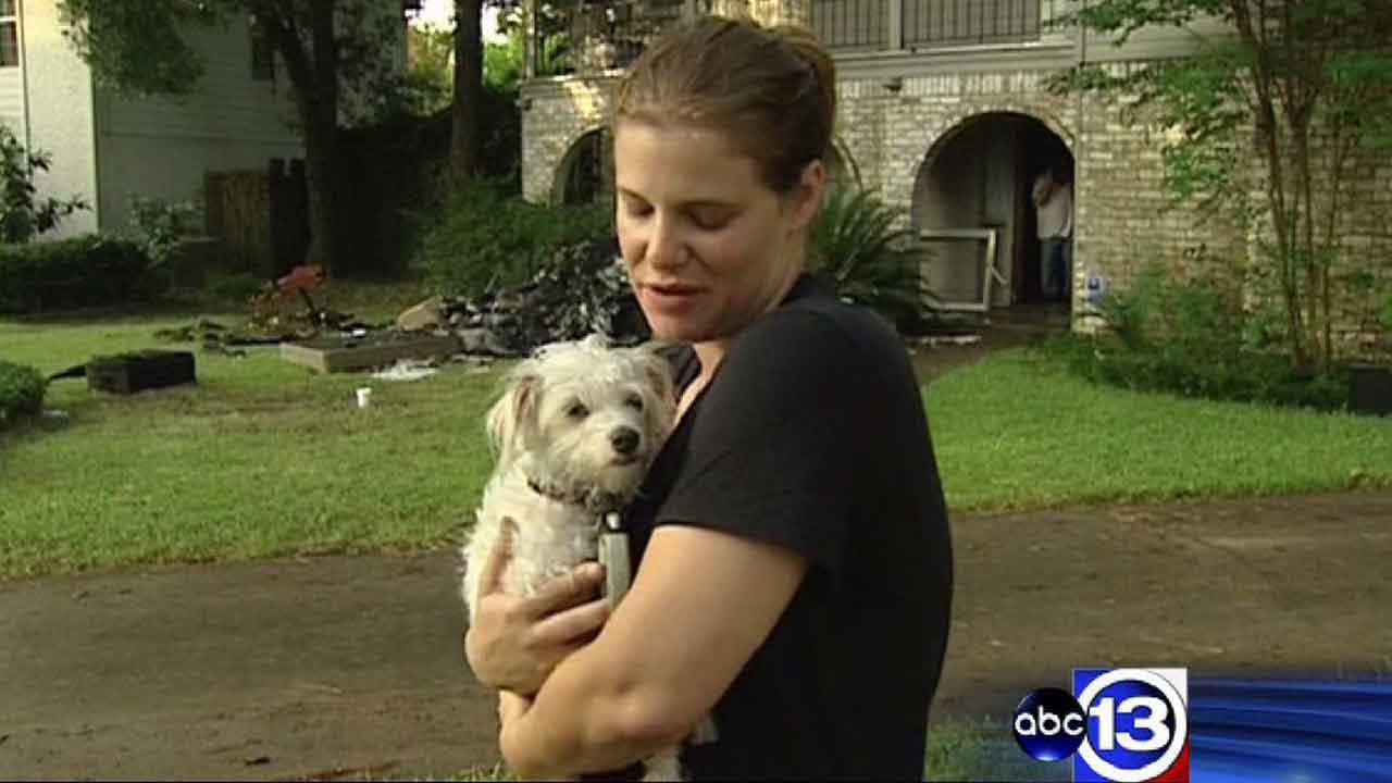 Dog helps northwest Houston woman escape from burning home