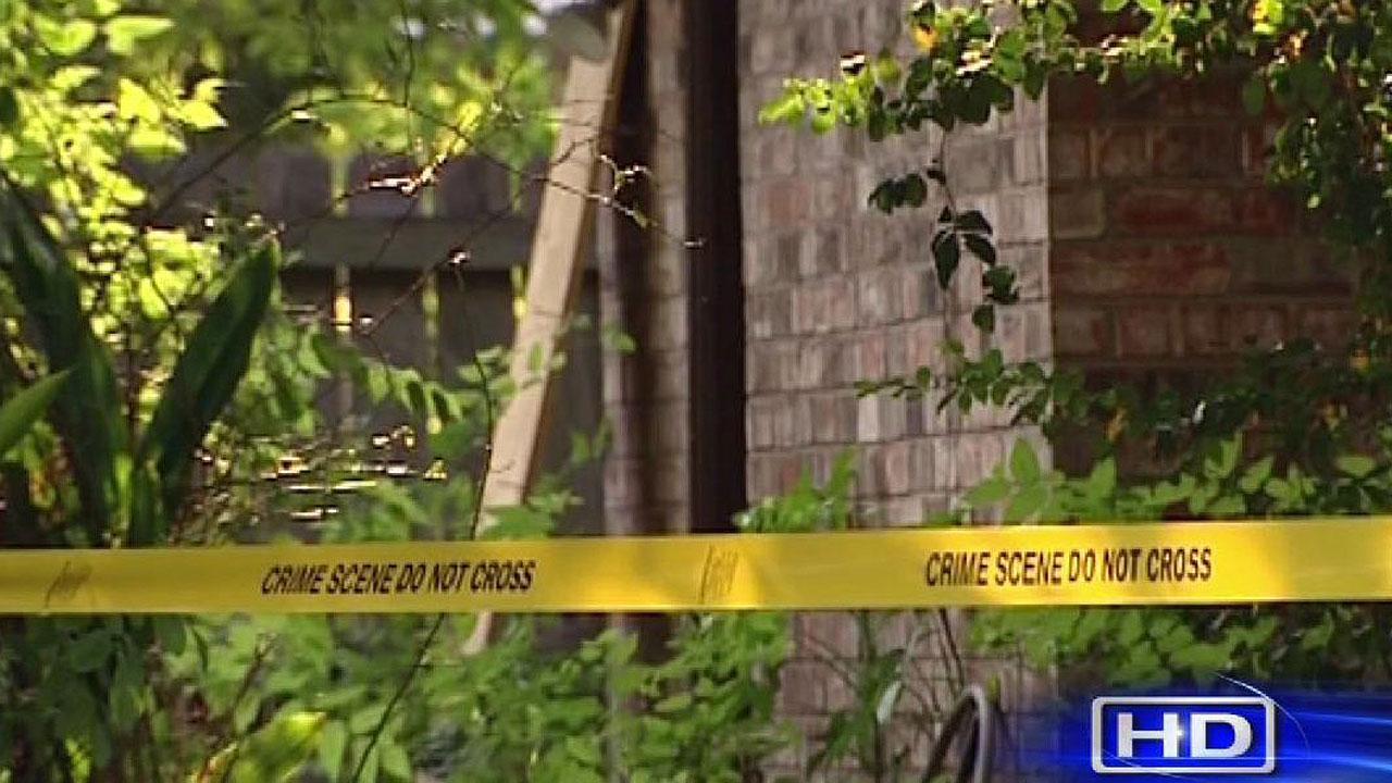 Suspects shot in home invasion in Baytown