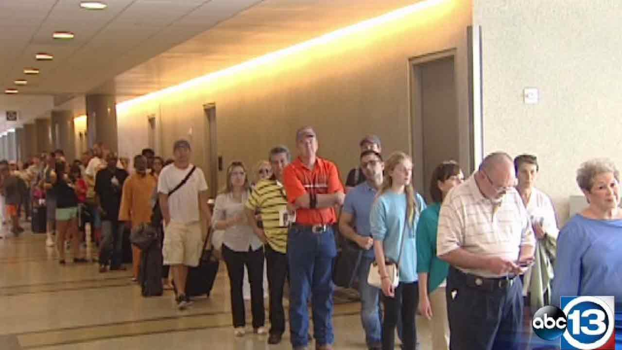 Long line at Hobby Airport due to power outage
