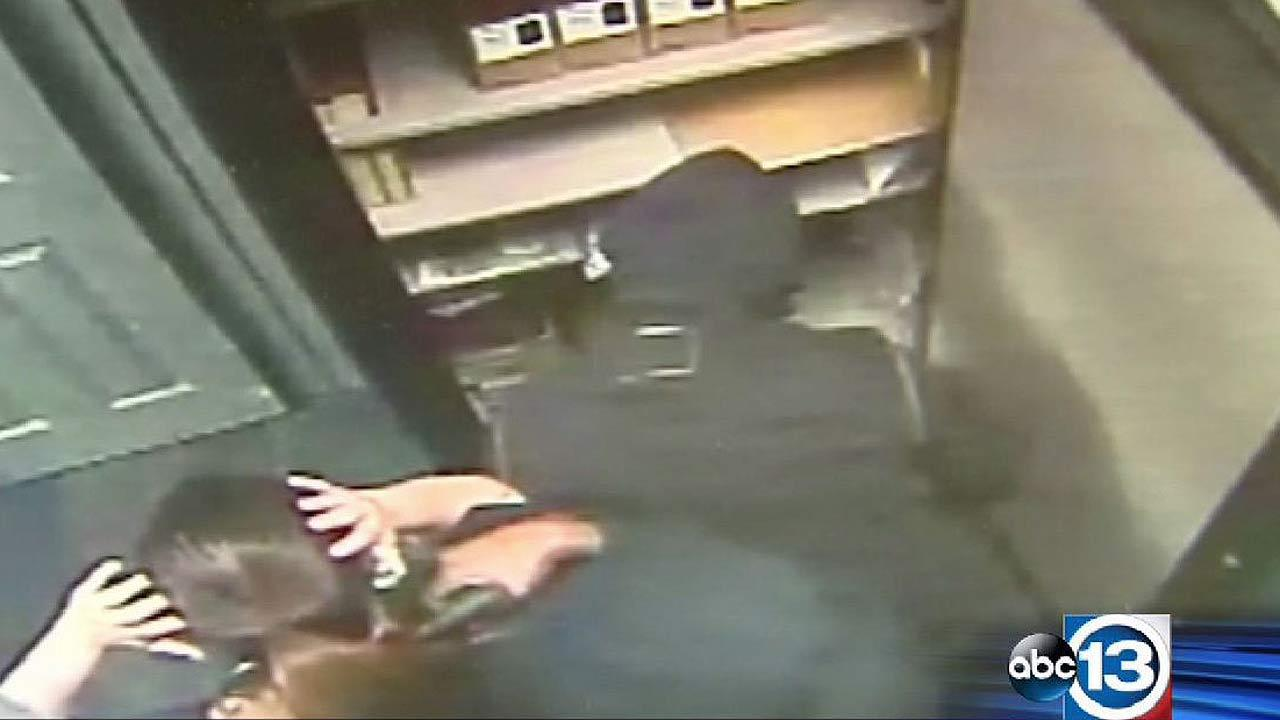Women robbers target cell phone store in Conroe, pulling a gun on a clerk