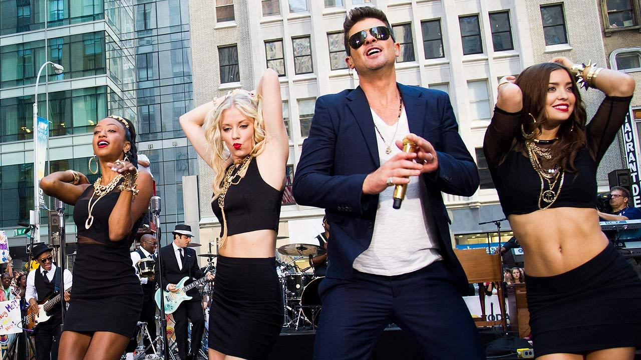 Robin Thicke performs Blurred Lines