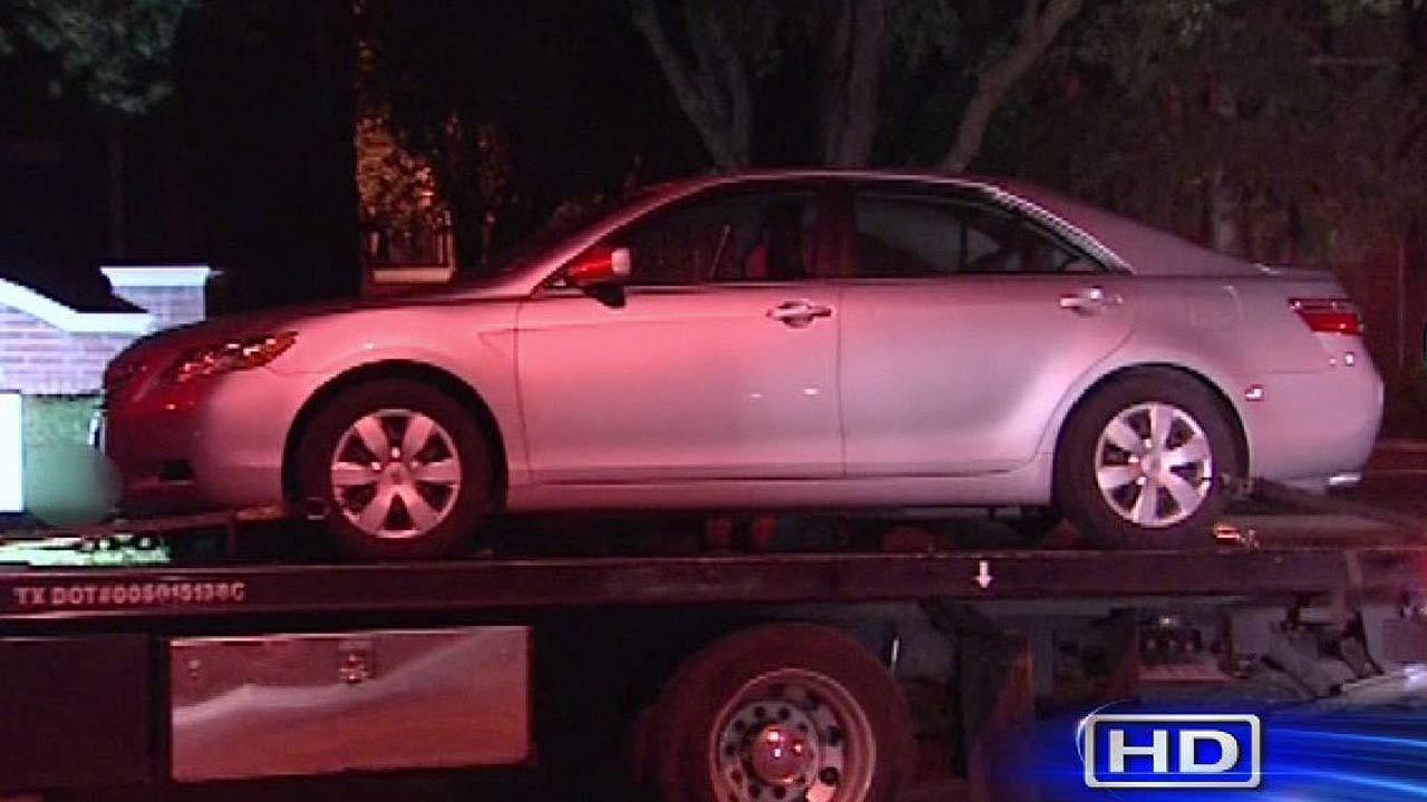 Suspects threw victims in car trunks