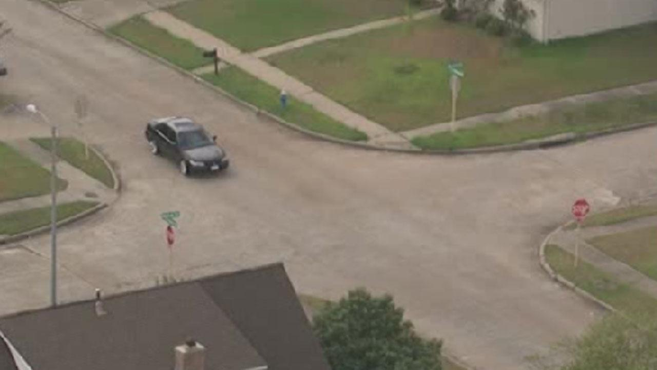 Boy robbed of shoe in Fort Bend County
