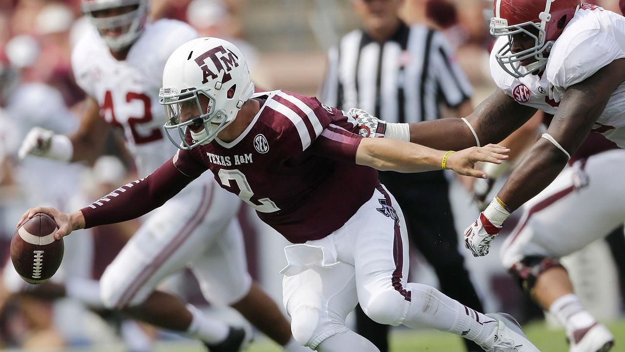 Texas A&M quarterback Johnny Manziel (2) eludes Alabama defensive lineman Jeoffrey Pagan (8)