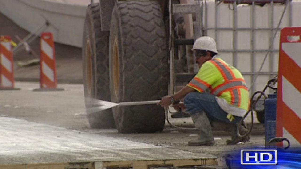 Southwest Freeway feeder road construction