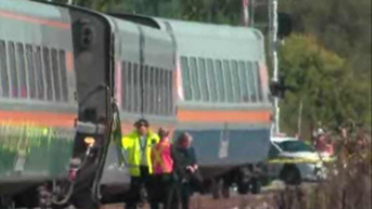 6 killed as Canada passenger train, bus collide