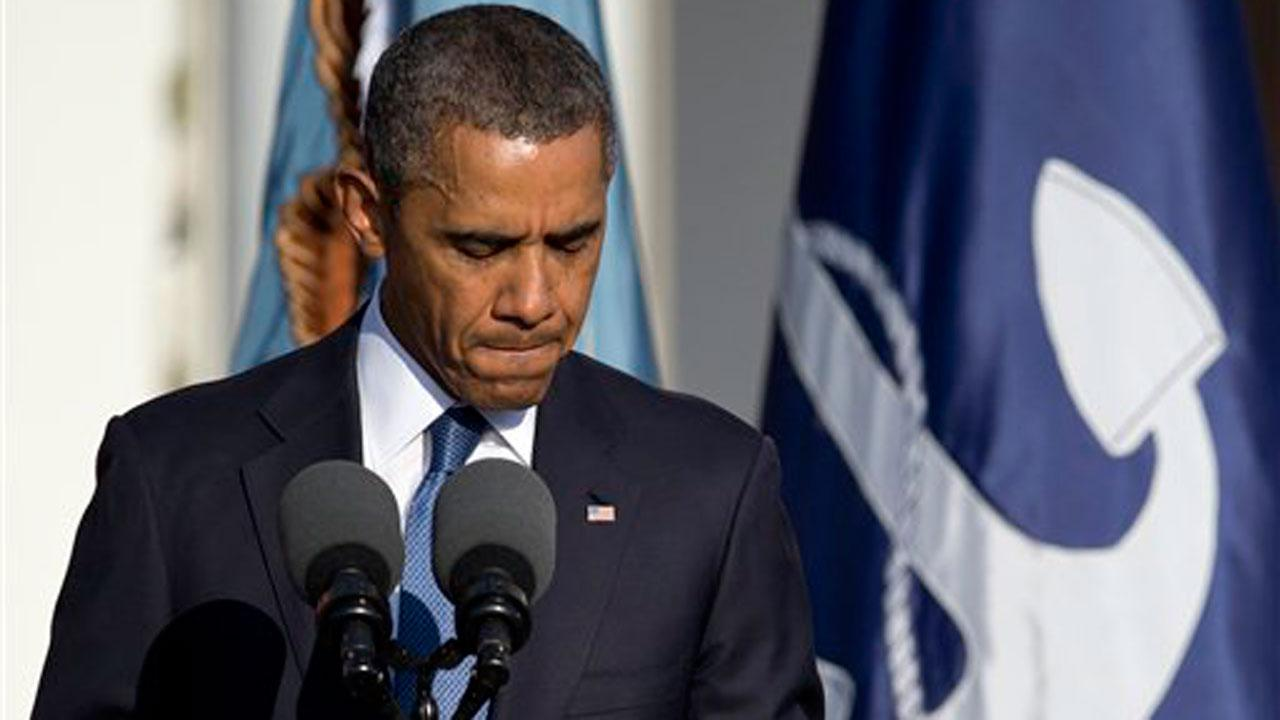 President Barack Obama pauses as he speaks during a memorial service for the victims of the Washington Navy Yard shooting at Marine Barracks Washington, Sunday, Sept. 22, 2013, in Washington