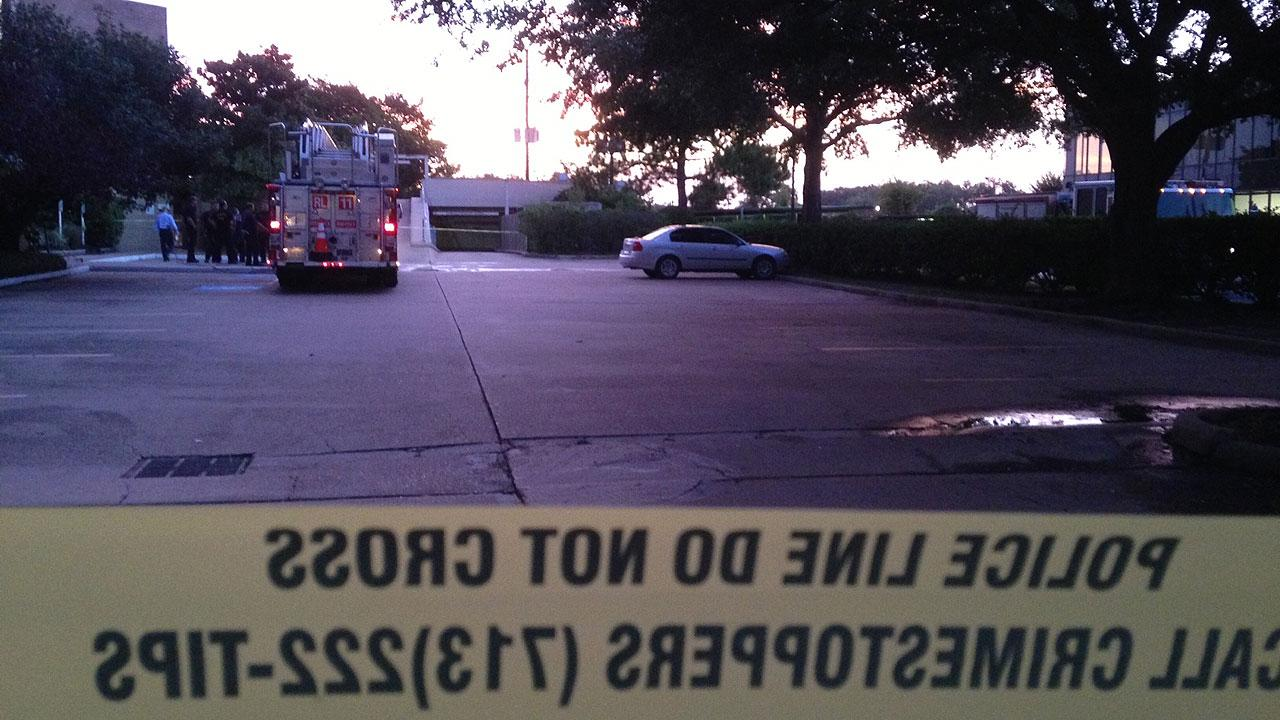 Body found in burning vehicle in NW Houston