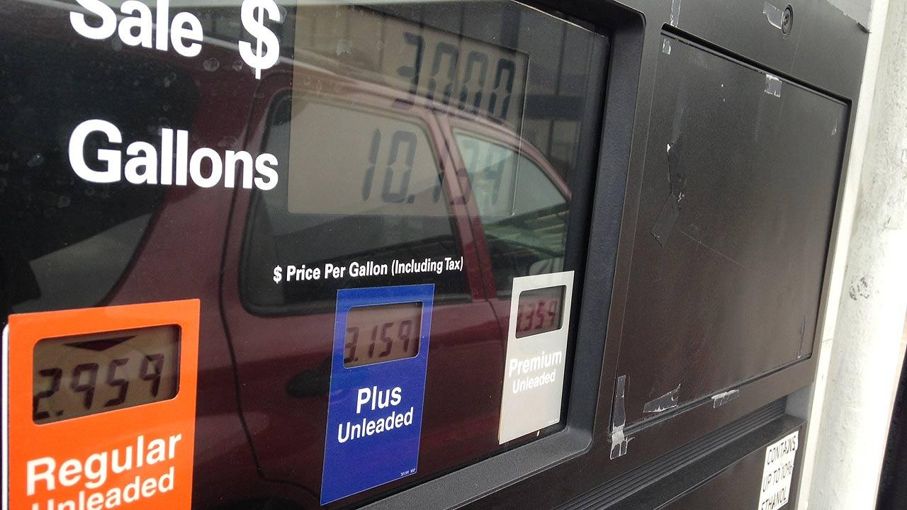 Number of factors come together to bring lower gas prices at the pump in Houston