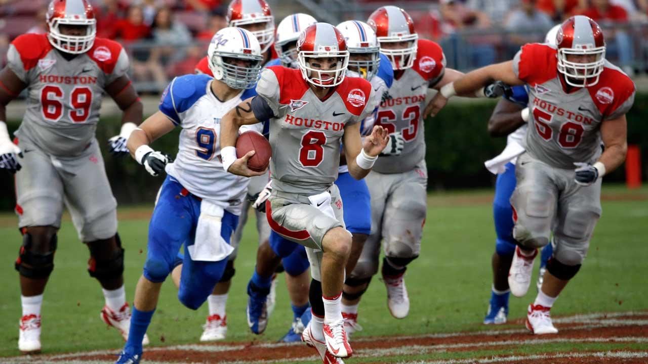 David Piland ends his career with 5,790 yards passing and 41 touchdowns. He started 10 games last season and finished with 2,929 yards with 16 touchdowns and 12 interceptions. (AP)