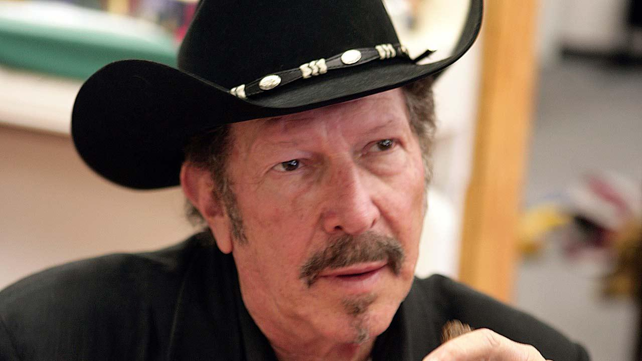 Musician and humorist Kinky Friedman talks with a fan during a book signing in Bullard, Texas.