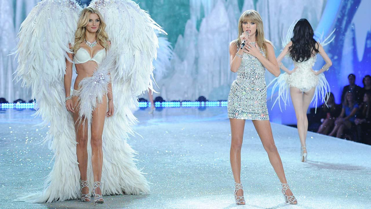 Singer Taylor Swift, center, performs on the runway during the 2013 Victorias Secret Fashion Show at the 69th Regiment Armory on Wednesday, Nov. 13, 2013, in New York. (Photo by Evan Agostini/Invision/AP)