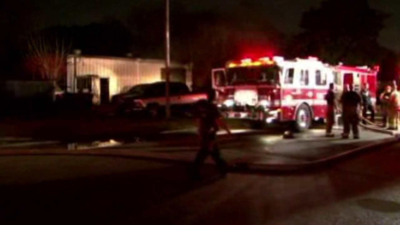 Firefighters battle difficult building fire in southeast Houston