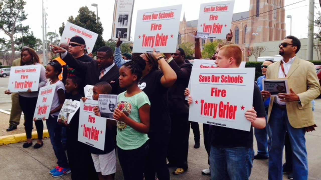 Protest today over proposal to close 5 HISD schools ends at superintendent Terry Grier's  home