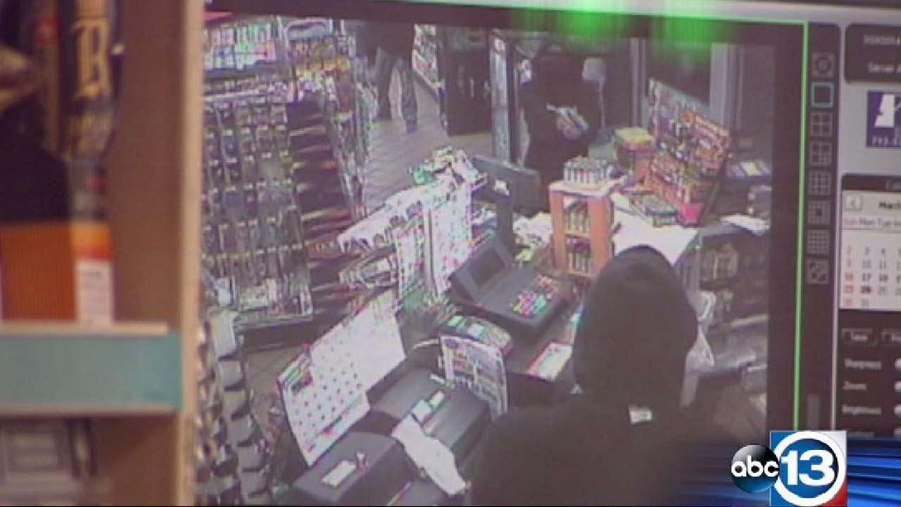 Robbery at NW Houston convenience store caught on surveillance video