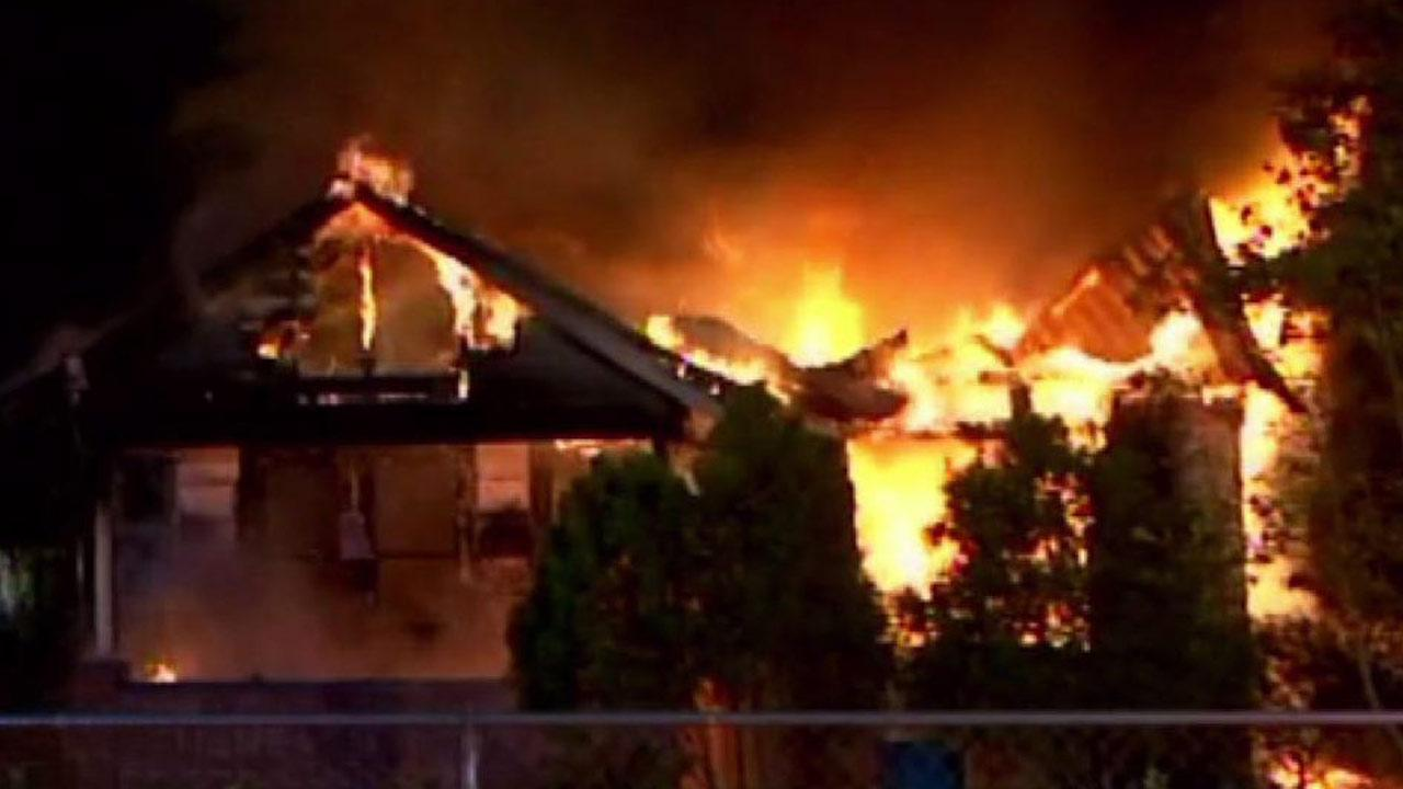 Fast-moving fire destroys northeast Houston home
