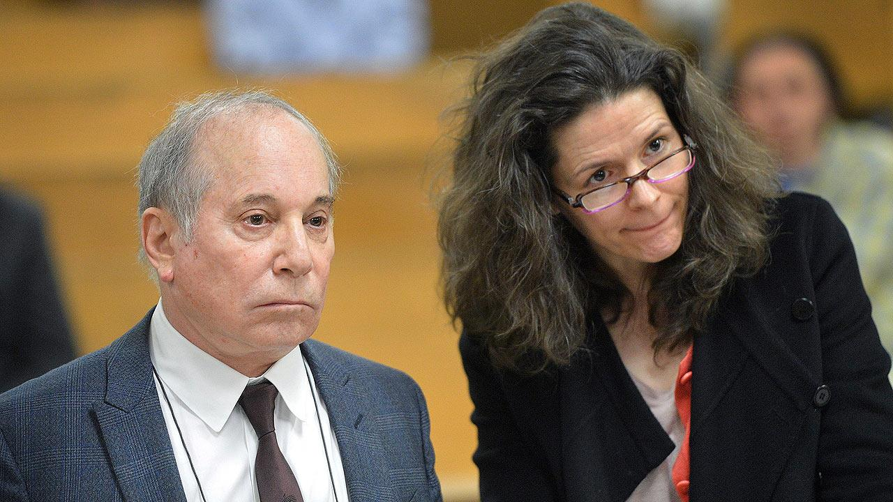 Singer Paul Simon, left, and his wife Edie Brickell
