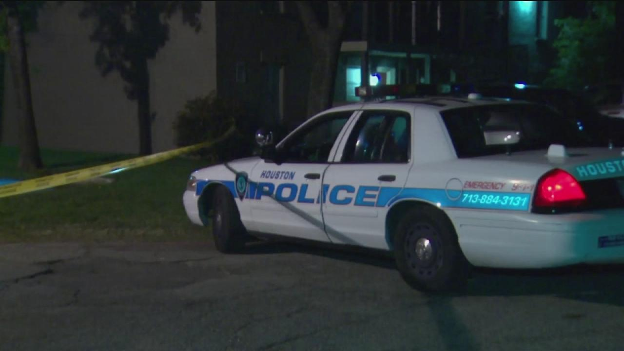 Off-deputy shoots would-be robber