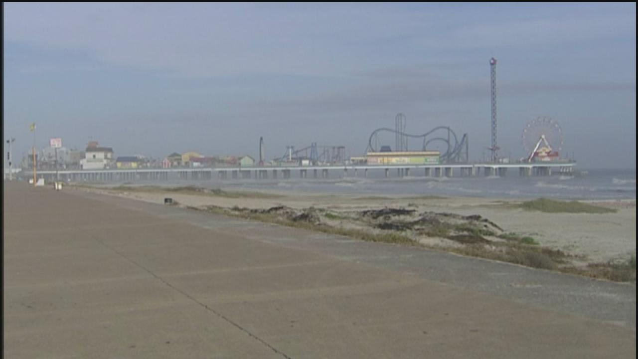 Tourists noticing Galvestons awesomeness