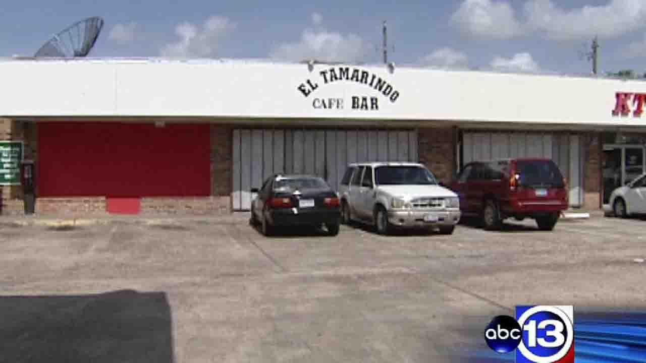 Suspects at large after fatal drive-by night club shooting in northwest Houston