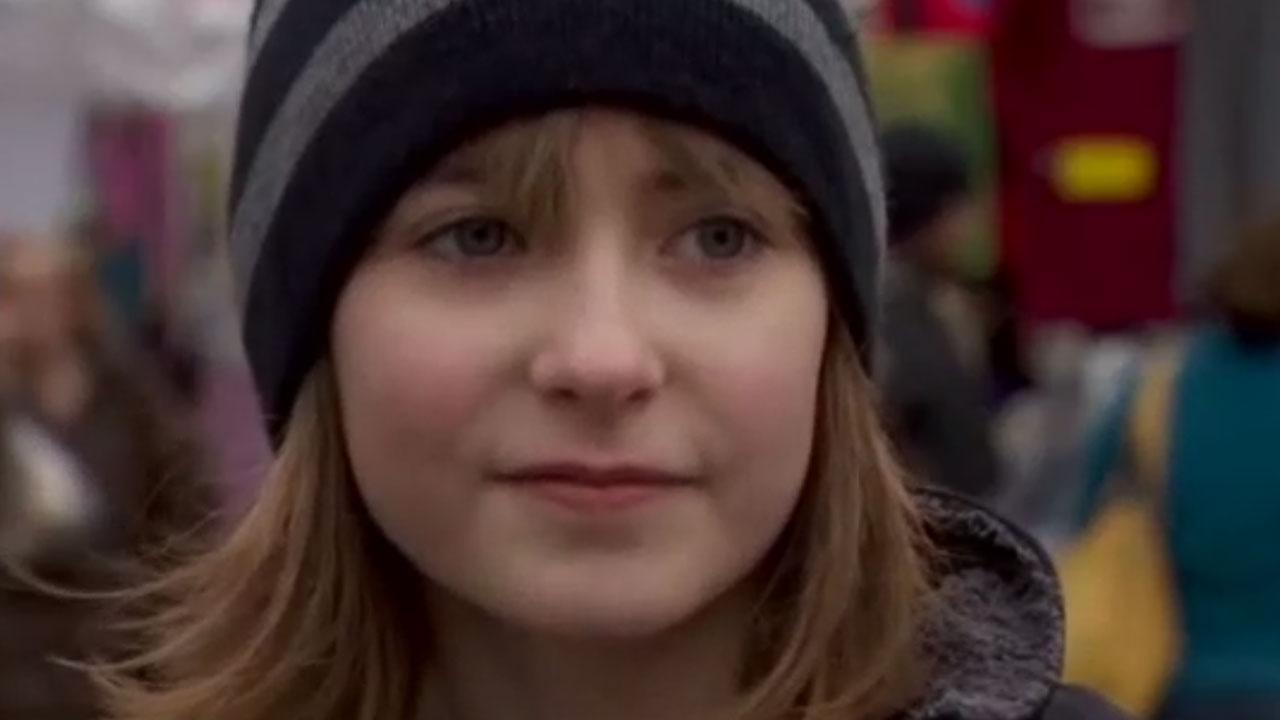 Portland girl raising money for braces by selling mistletoe told to beg instead
