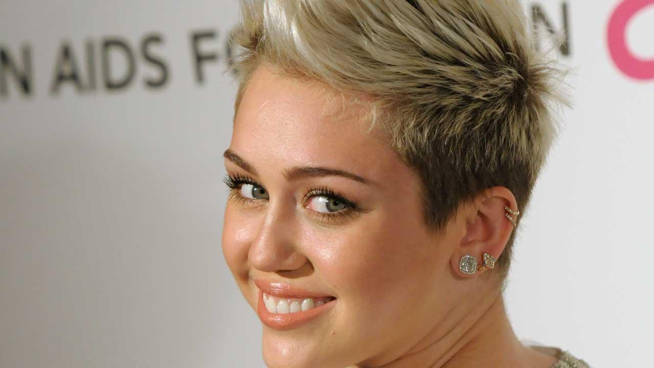 Miley Cyrus bus
