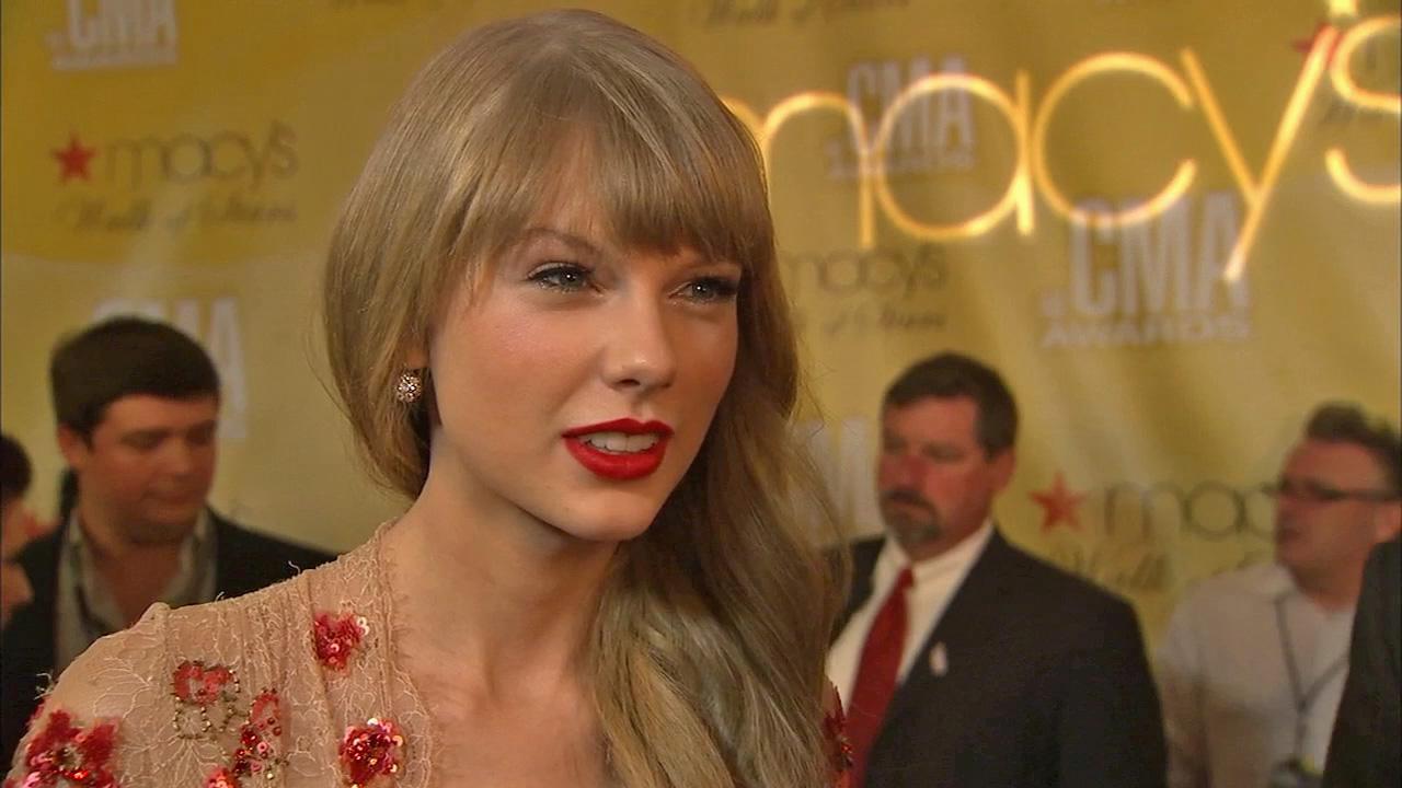 Taylor Swift talks to OTRC.com at the CMA Awards on November 1, 2012.