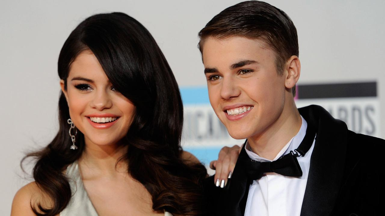 Selena Gomez, left, and Justin Bieber arrive at the 39th Annual American Music Awards on Sunday, Nov. 20, 2011 in Los Angeles.
