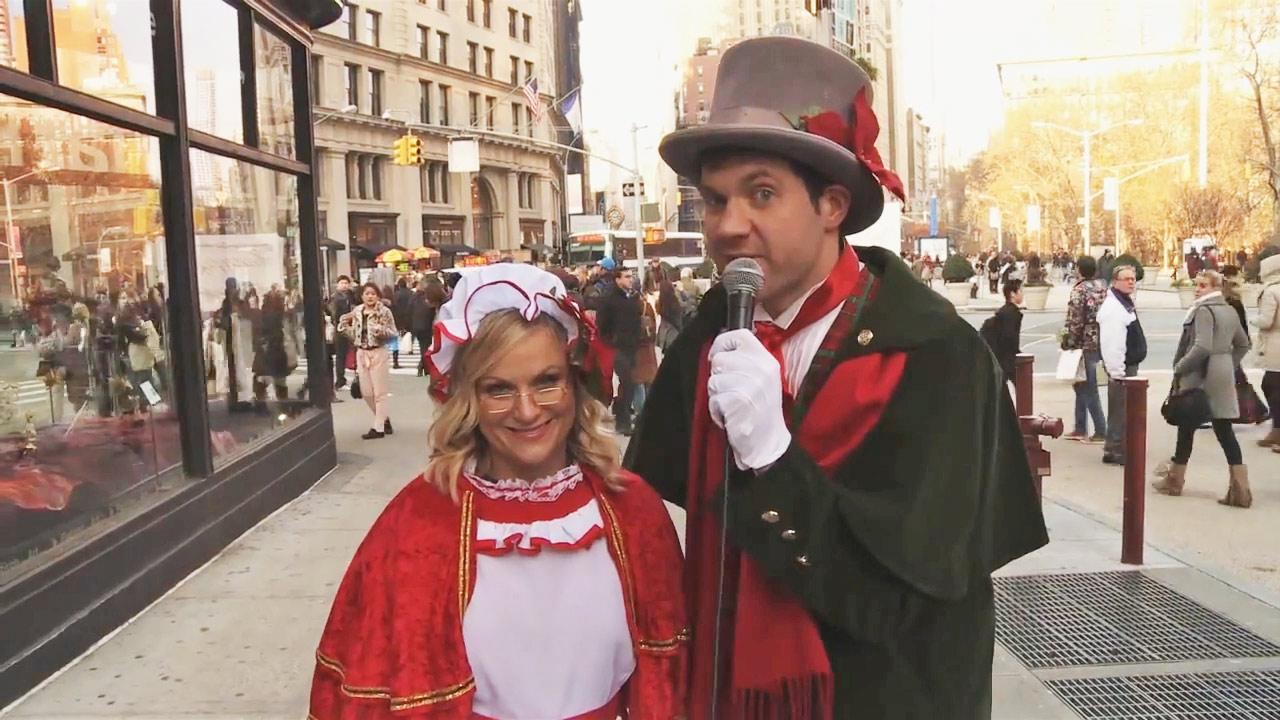 Amy Poehler, Billy Eichner sing Christmas carols with strangers ...