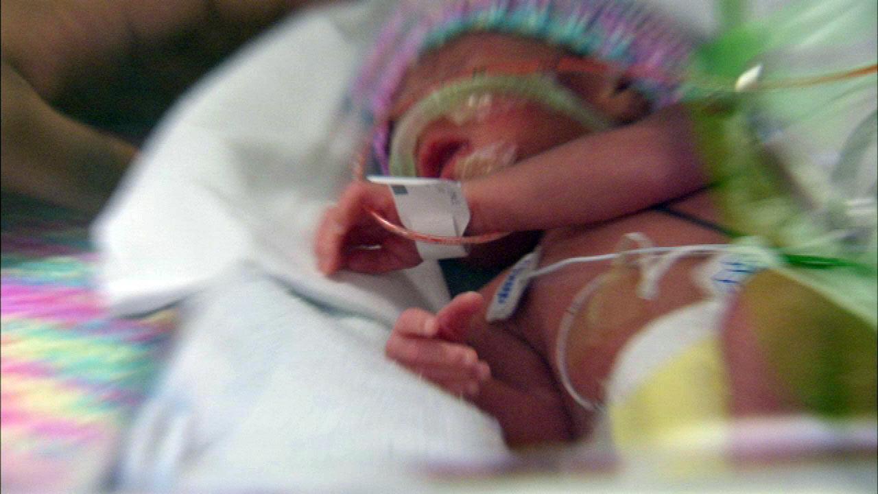 Chicago mom has quadruplets; no fertility drugs involved