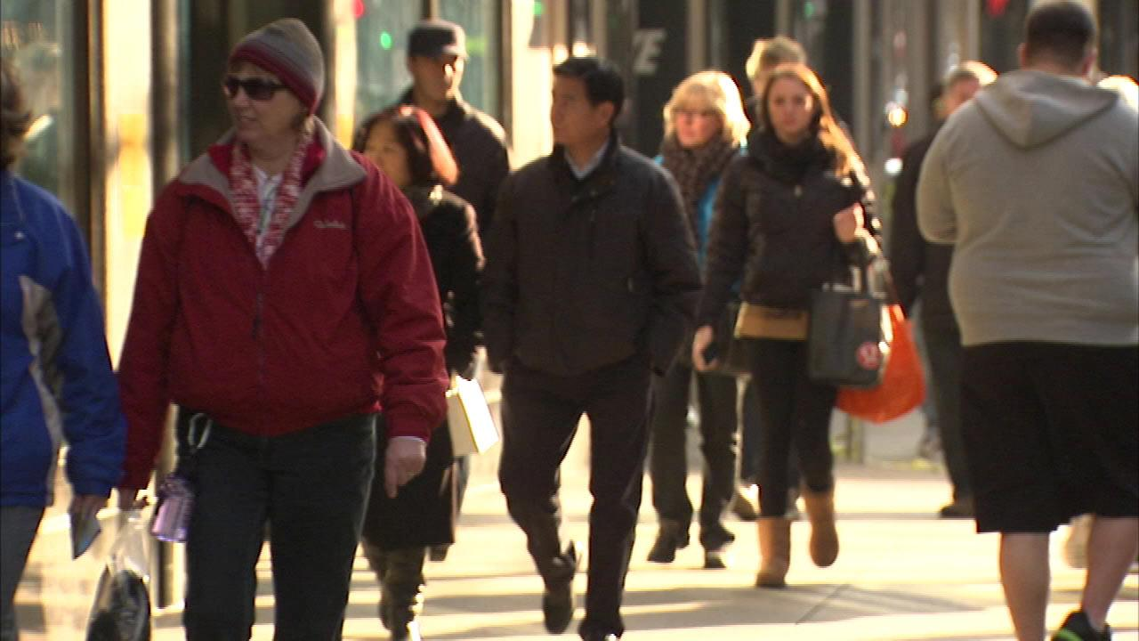 Police: Pickpockets work in groups of 3, 4