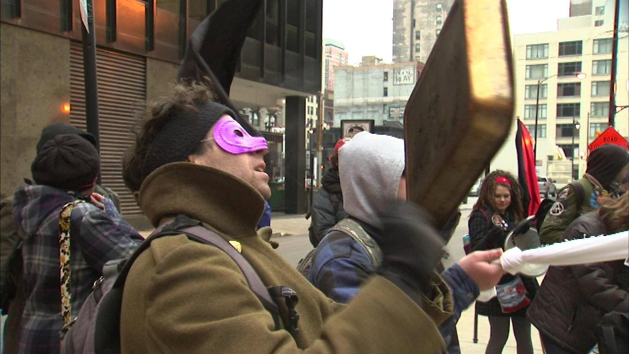 Occupy Chicago protesters demonstrate in support of prisoners