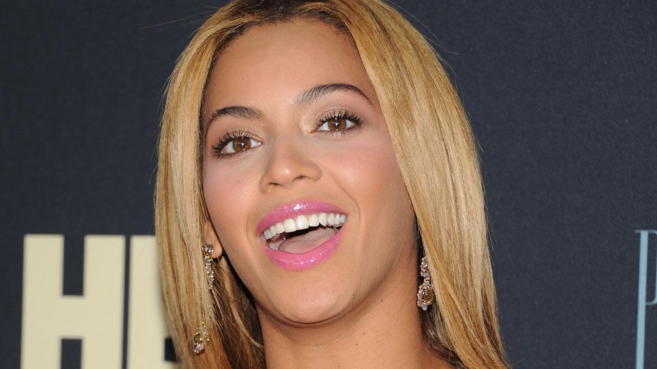 Fan slaps Beyonce during Copenhagen concert