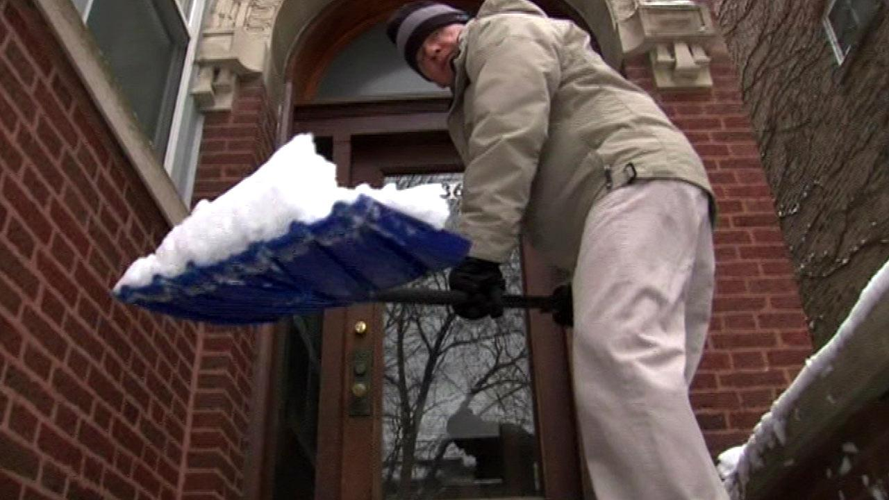 Chicago Weather: Winter snow storm ends, Chicagoans clean up
