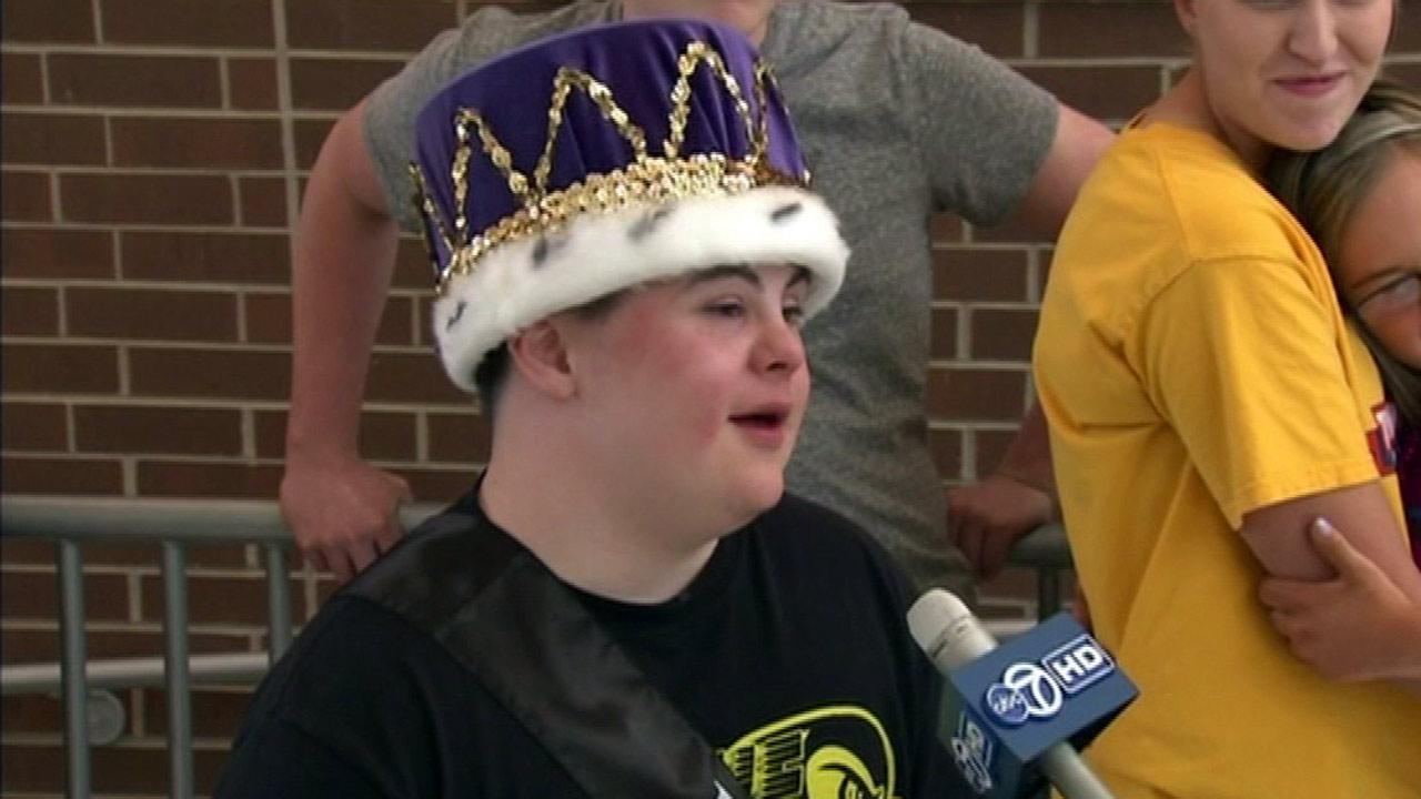 Teen with Down Syndrome named prom king at Zion-Benton HS