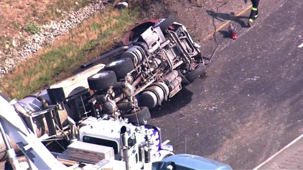 EB I-80 reopened at Ridge Road in Minooka; Semi rolls over, dumps cooking oil