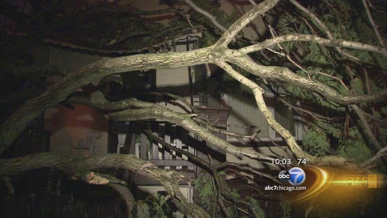 Thunderstorm creates havoc, mess throughout Chicago area