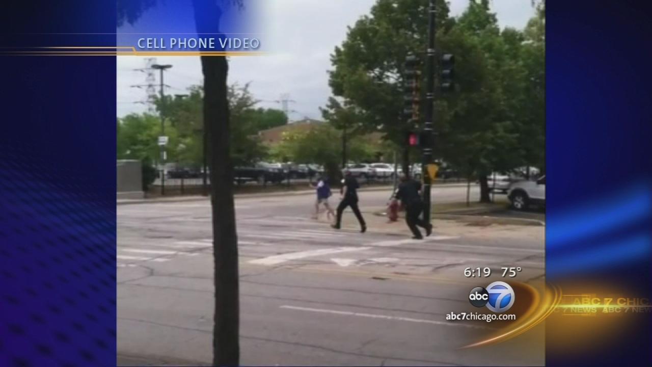 Knife-wielding man shot by Skokie police