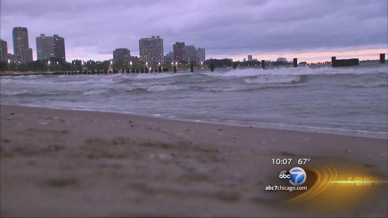 High winds, waves at Chicagos lakefront
