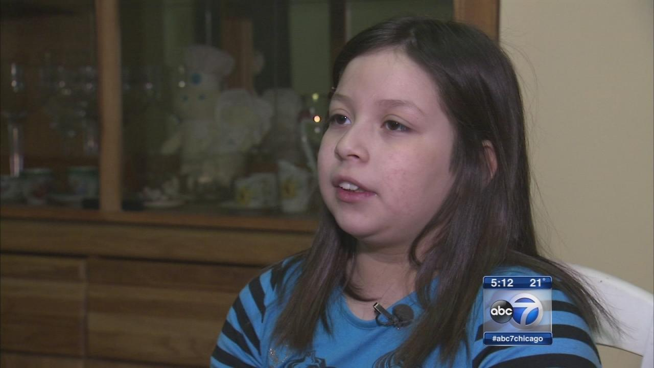 Girl, 9, helps mom deliver baby sister in Chicago home