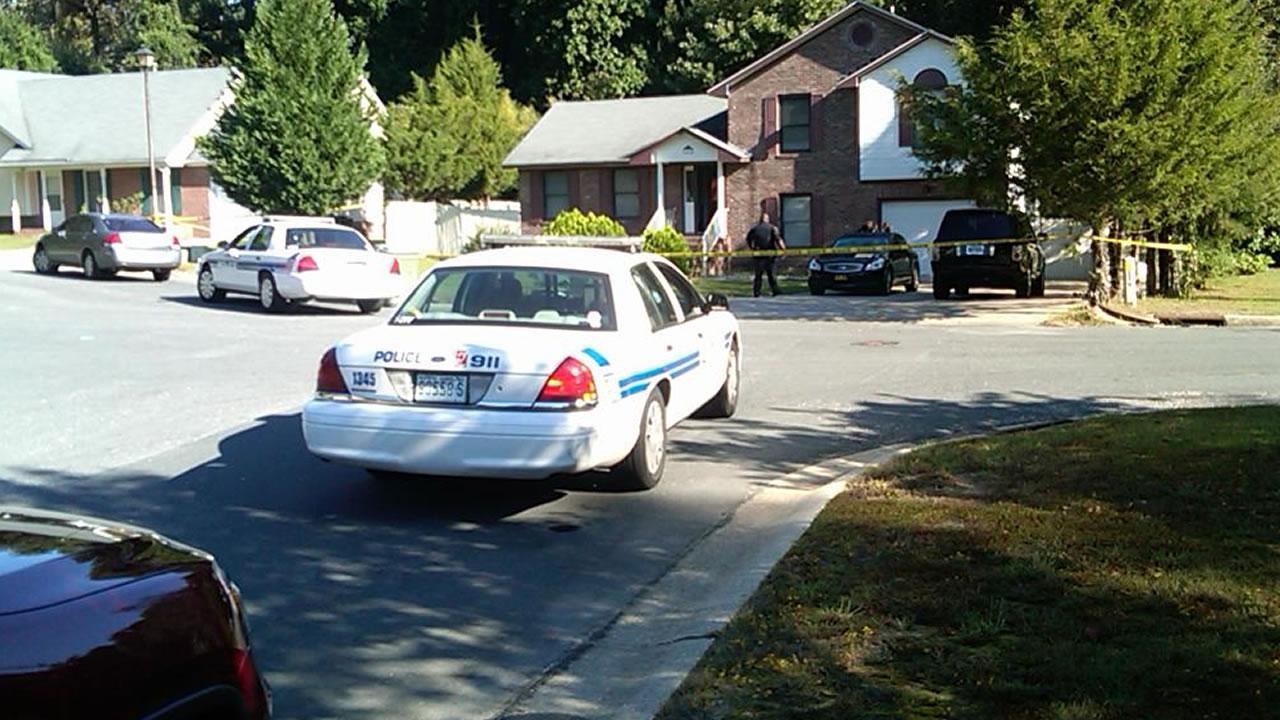 Fayetteville police investigate on Beechnut Ct.