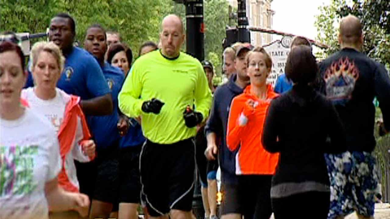 Raleigh runners take to streets for memorial run